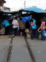 mae_klong_market2.jpg